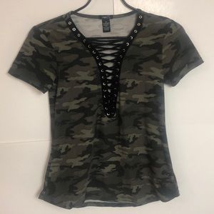 🌵Rue 21 camo top t shirt sz XS stretch